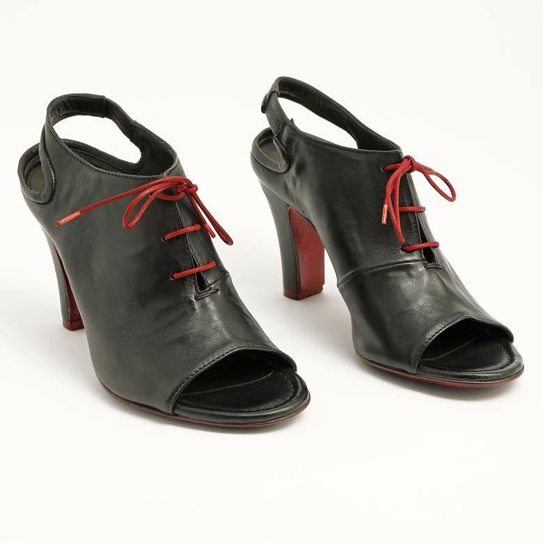 donna-cuoio-scarpa-officine-toscane