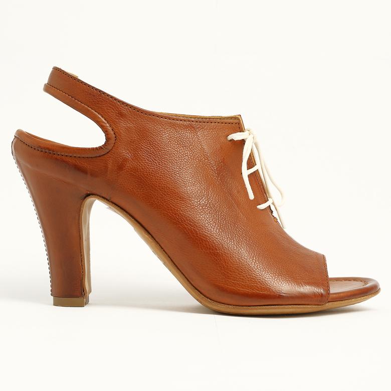 donna-cuoio-scarpe-officine-toscane